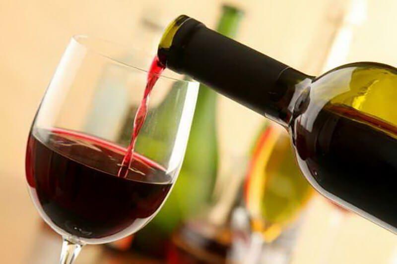 Rượu vang diệt ruồi rất tốt mà ít người biết tới