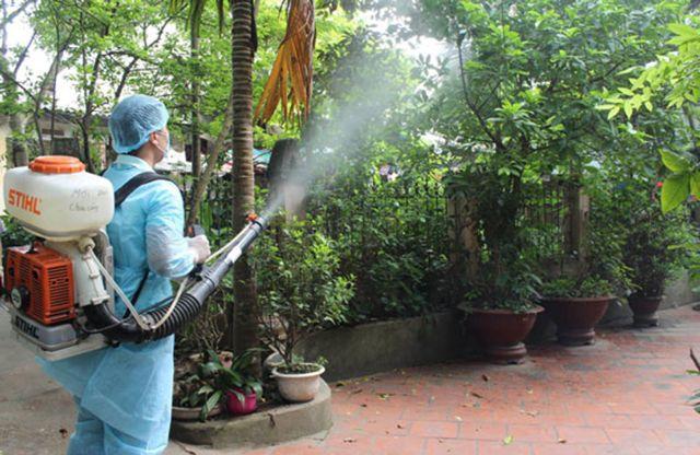 Phun thuốc muỗi có độc hại không? Lưu ý khi phun thuốc muỗi