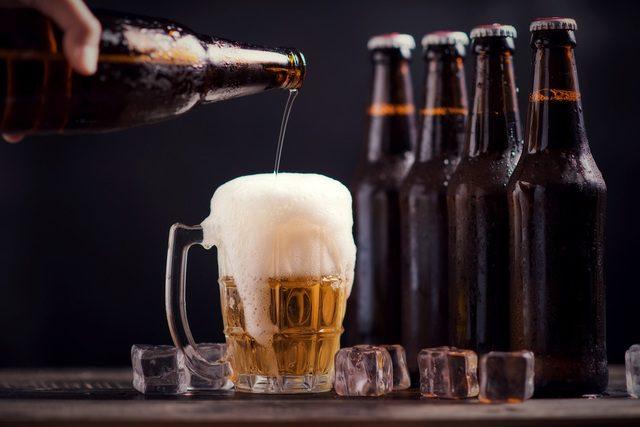 Cách bẫy gián bằng lon bia